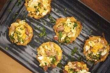 Cestinha de batata recheada com ovo e bacon