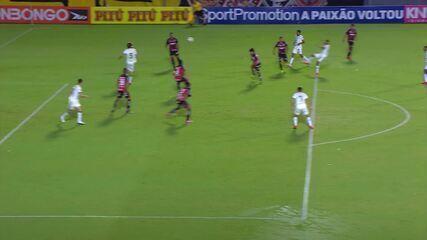 Gol do América-MG! Ademir limpa dois, bate colocado e marca um belo gol, aos 6 min do 1T