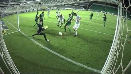 Gol do Fluminense! Digão tenta duas vezes após falta cobrada na área e marca, aos 30' do 2T