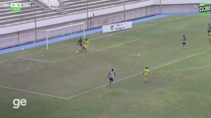 Em jogo da Copa do Brasil Sub-20, goleiro fura em reposição de bola e atacante marca gol