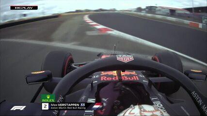 Max Verstappen dá fritada no pneu em curva