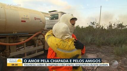 Bombeiros e voluntários se emocionam no heróico trabalho de combate ao fogo na Chapada