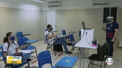 Aulas do 2º ano do ensino médio são retomadas em escolas particulares de Pernambuco