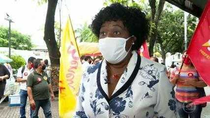 Benedita da Silva (PT) faz campanha em Bonsucesso