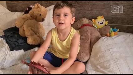 Menino de 3 anos agradece criança que devolveu brinquedo perdido