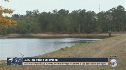 Mesmo com chuva, Araras orienta moradores sobre consumo consciente de água