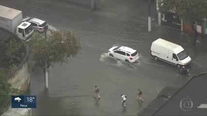 Chuva causa inundações na Grande São Paulo