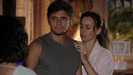 Mila flagra Juliano e Natália juntos