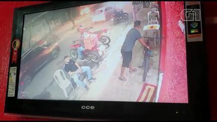 Jovem foi seguido e assassinado a tiros dentro de pastelaria em Fortaleza