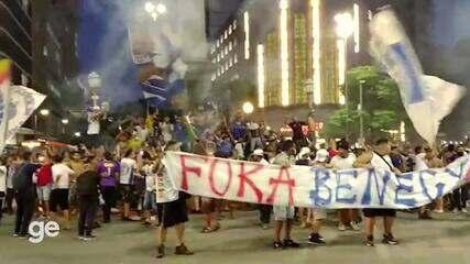 Torcedores do Cruzeiro protestam no Centro de Belo Horizonte
