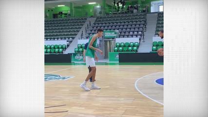 Joia do basquete francês de 16 anos e 2,18m impressiona em treino contra All-Star da NBA