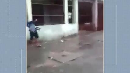 Vídeo mostra criminosos atirando no meio da rua em Vila Velha