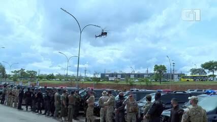 Helicópteros da Polícia Civil do DF soltam pétalas em homenagem a Renato de Oliveira