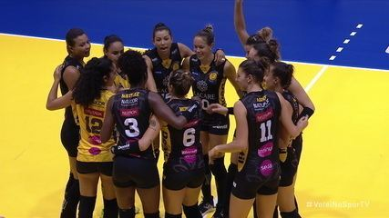 Os pontos decisivos de Praia Clube 3 x 1 Curitiba pelo Troféu Super Vôlei Feminino