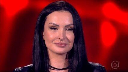 Stefanie Schirmbeck canta 'Na Sua Estante'