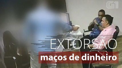 Vídeos mostram candidato a vice de cidade no RJ recebendo maços de dinheiro de empresário