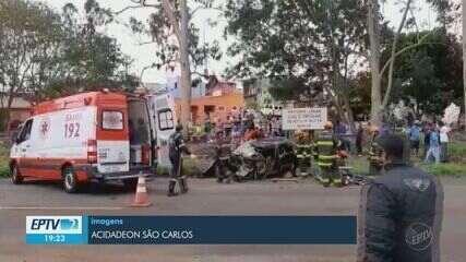 Grávida fica gravemente ferida em acidente entre carro e caminhão na SP-215 em São Carlos