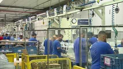 Indústria volta a todo vapor após parada no auge da pandemia