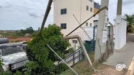 Chuva derruba árvores, prejudica fornecimento de energia e causa transtornos em Botucatu