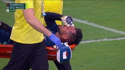 No retorno aos gramados, Diego Alves se lesiona e dá lugar a Hugo Souza, aos 7 do 2º tempo
