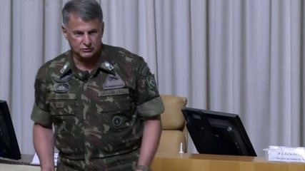Comandante do Exército afirma que militares não querem se envolver em política