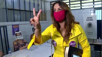 Gloria Heloiza vota em escola de Jacarepaguá, Rio de Janeiro