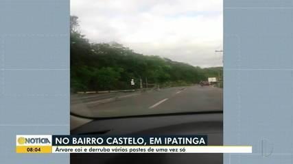 Em Ipatinga, 16 postes caem na saída de Ipatinga