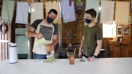 Aprenda uma técnica de preparar chimarrão em 30 segundos