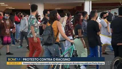 Manifestantes protestam em Curitiba pela morte do homem negro no supermercado Carrefour