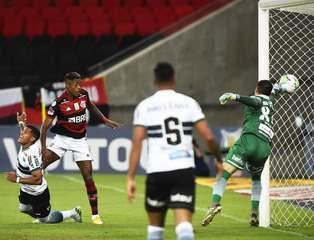 Melhores momentos de Flamengo 3 x 1 Coritiba, pela 22ª rodada do Campeonato Brasileiro