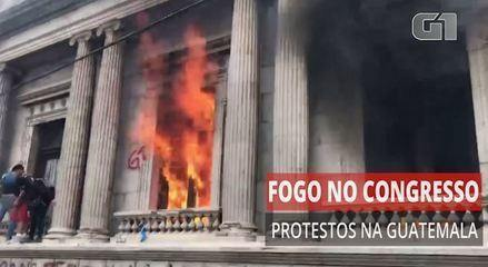 Manifestantes põem fogo no Congresso da Guatemala