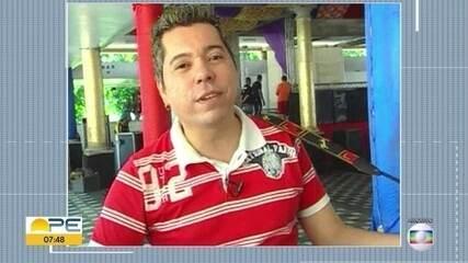 Cantor e compositor Louro Santos morre de Covid-19