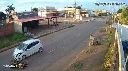 Vídeo mostra momento do acidente entre moto e carro em Porto Velho