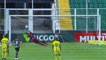 Gustavo! Diego Gonçalves cobra pênalti, goleiro acerta canto e defende, aos 43 do 1º tempo