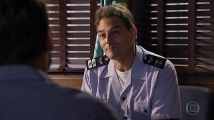 Cassiano denuncia ao comandante que descobriu uma pista de voo clandestina