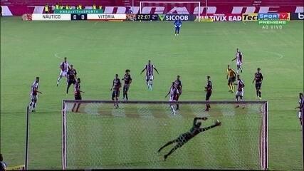 Aos 21 do 2ºT, Hereda acerta chutaço de fora da área e Ronaldo faz grande defesa