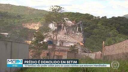 Prédio ameaçado, em Betim, é demolido após nove dias de expectativa