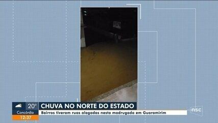 Chuva deixa ruas alagadas em Guaramirim