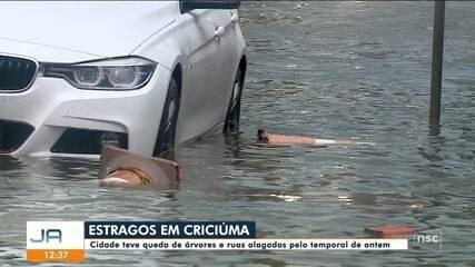 Em Criciúma, temporal deixa ruas alagadas