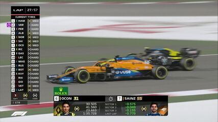 Sainz faz bela ultrapassagem por fora sobre Ocon no GP do Bahrein