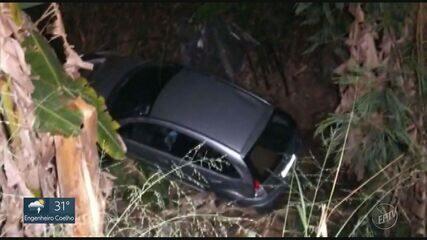 Tentativa de assalto acaba com carro descendo ribanceira de 10 metros em Limeira