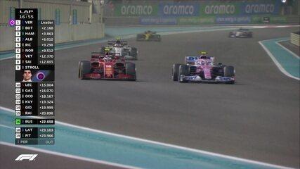 Lance Stroll passa Charles Leclerc, mas é ultrapassado pelo piloto da Ferrari