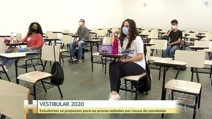 Estudantes se preparam para o Enem e para os principais vestibulares do país