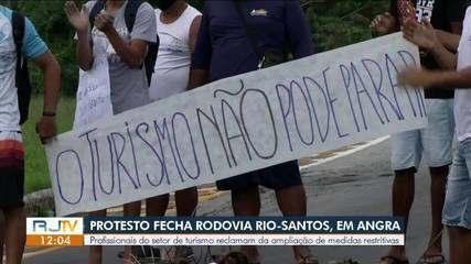 Funcionários do setor de turismo protestam na Rio-Santos sobre novo decreto em Angra