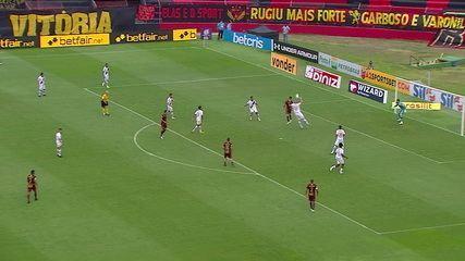 VAR confirma que a bola bateu na cabeça do jogador do Vasco e não no braço, aos 20 do 1º