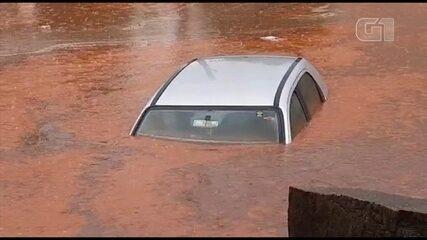 Carro fica submerso durante chuva em distrito de Laranjal Paulista