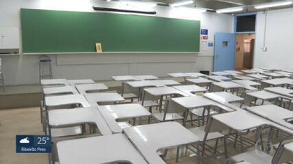 Estado e prefeituras adotam calendários diferentes na volta às aulas