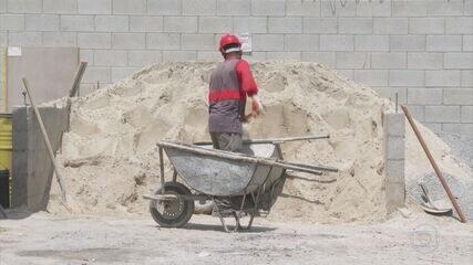 Na construção civil, trabalhadores com experiência começaram o ano recebendo propostas de emprego