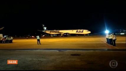 Avião que vai buscar vacina contra Covid-19 na Índia chega ao aeroporto de Recife