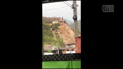 Morador registra deslizamento de terra em Caraguatatuba